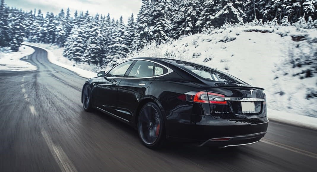 autonomia dos carros elétricos - Tesla Model S Longe Rage